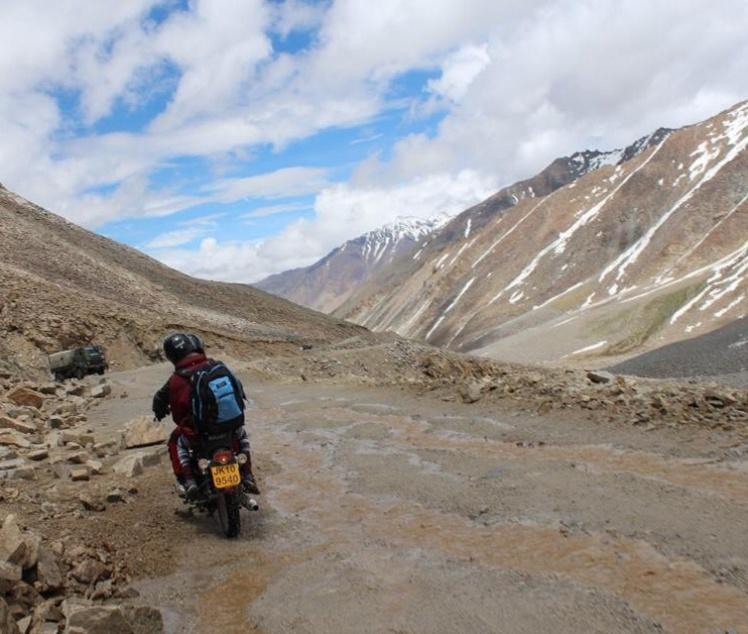 Motorbike adventure! Riding up to Khardung La.